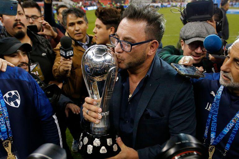 Antonio Mohamed, llegó como interino a Monterrey y se quedó con el título Apertura mexicano