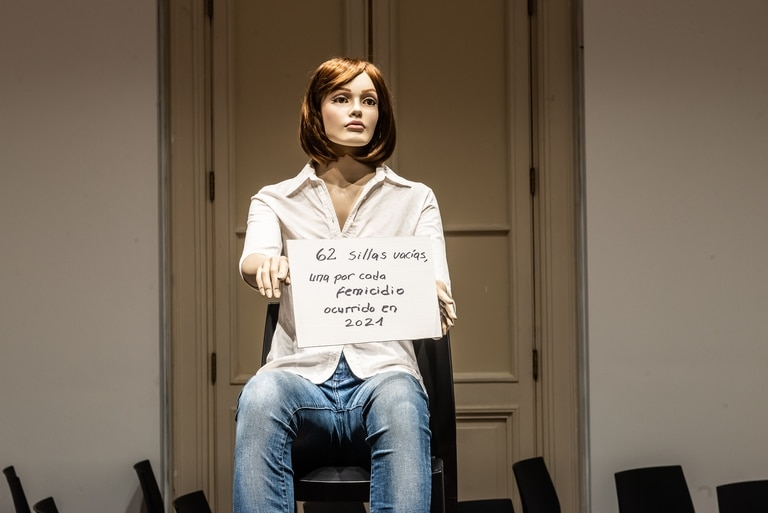 """Instalación de Esther Ferrer en la muestra """"Cuando cambia el mundo. Preguntas sobre arte y feminismos"""", en el CCK"""
