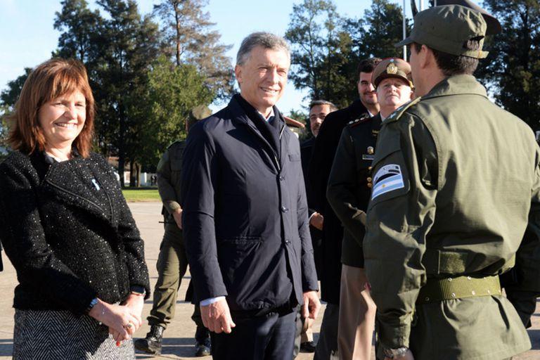 Patricia Bullrich y Mauricio Macri, dos de los imputados por el presunto contrabando de armamento a Bolivia