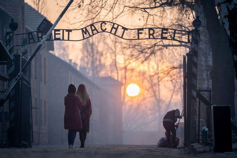 El público visita el campo de concentración nazi, al cumplirse el 75 años de la liberación de los detenidos