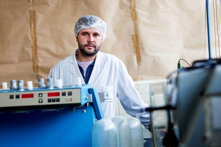 """""""Con el subsidio podremos adquirir maquinarias que nos permitirán producir medicamentos y dar trabajo a más personas"""", explica Bruno de Mauro, presidente de la cooperativa"""