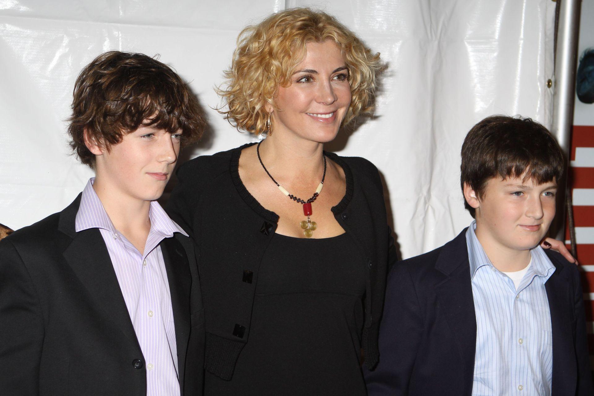 Natasha junto a sus hijos, Micheál y Daniel