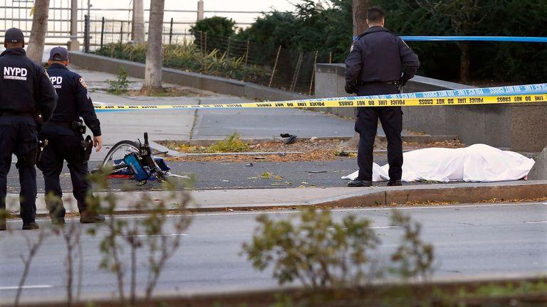 El agresor entró con su vehículo en el camino ciclista del río Hudson, barrio de TriBeCa, sur de la isla, a la altura de la calle Houston