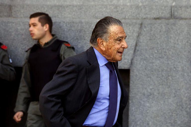 Eduardo Eurnekian tiene 86 años y encabeza Corporación América; gestiona negocios en el sector aerocomercial, con la operación de terminales aeroportuarias en la Argentina y el mundo, y la energía, entre otros rubros
