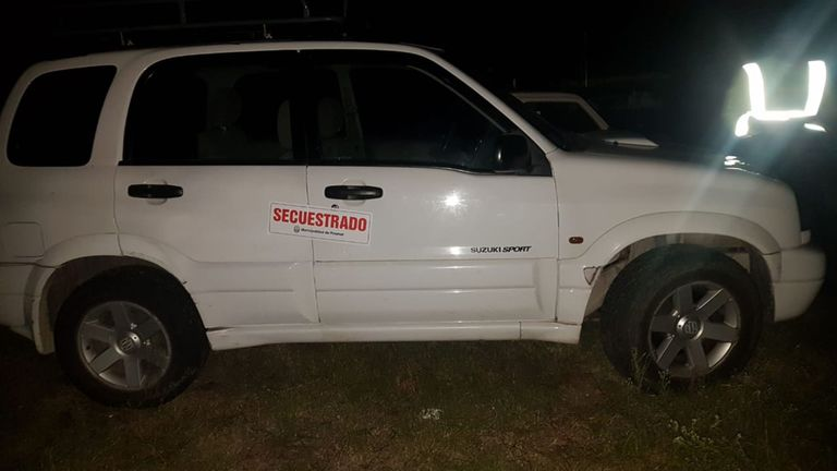 Una de las camionetas secuestradas que circulaban por los caminos clandestinos