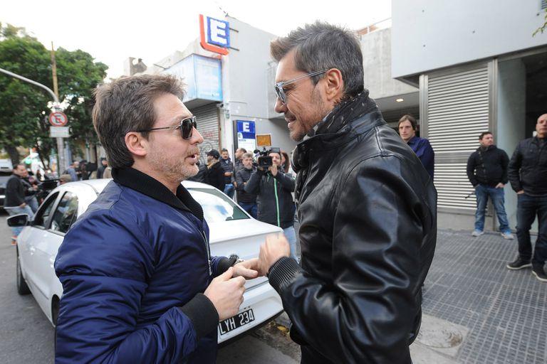 Marcelo Tinelli y Adrián Suar en la apertura de Showmatch 2016; el conductor aún no habría recibido ningún llamado de elnueve, pese a los rumores despertados este martes