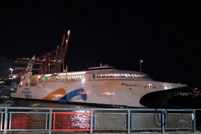 Un Buquebus con argentinos al llegar al Puerto de Montevideo, hace unas semanas