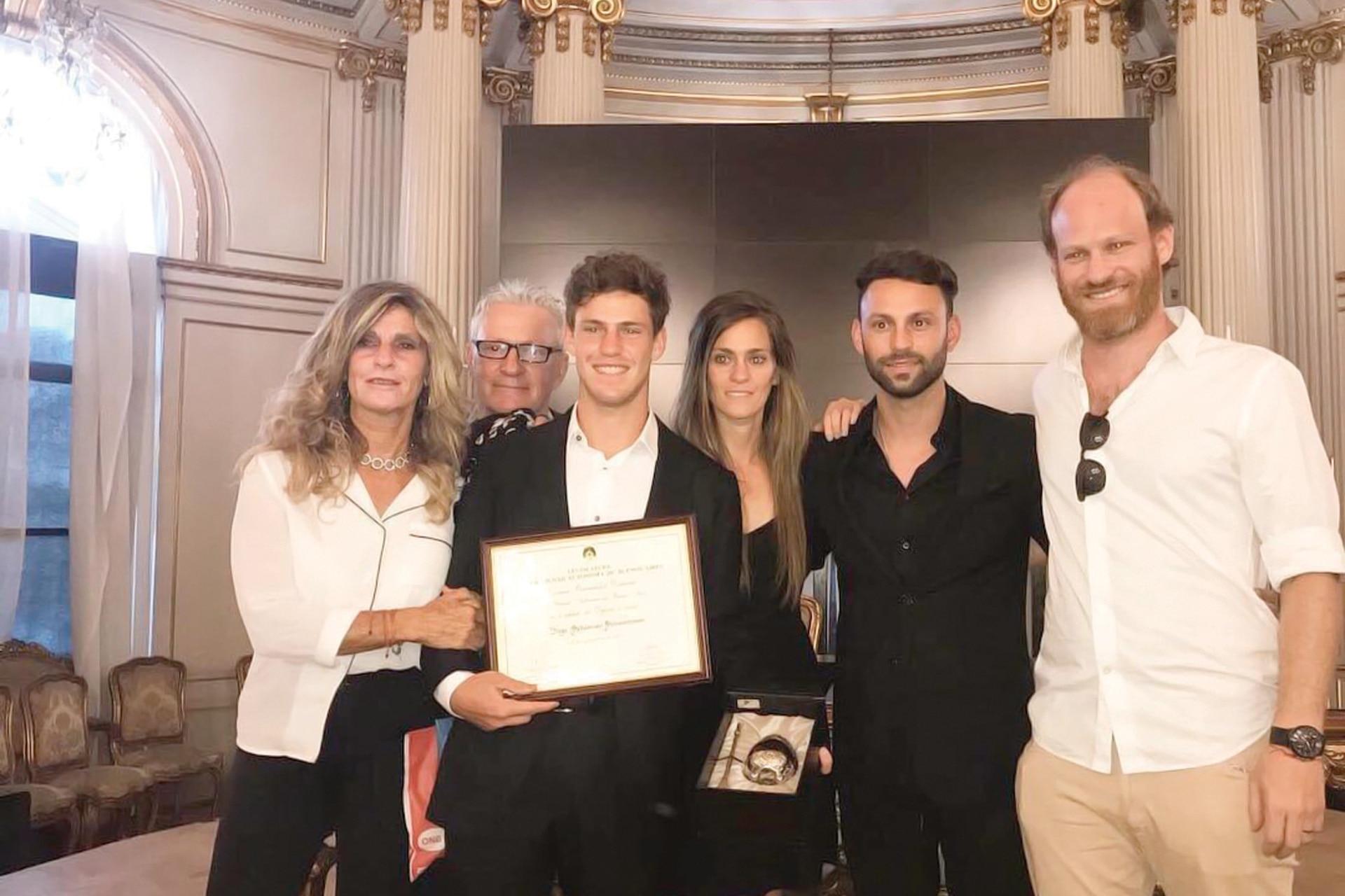 Diego Schwartzman junto con sus padres (Silvana y Ricardo) y sus hermanos (Natali, Matías y Andrés), los motores que le dieron impulso a su carrera deportiva.