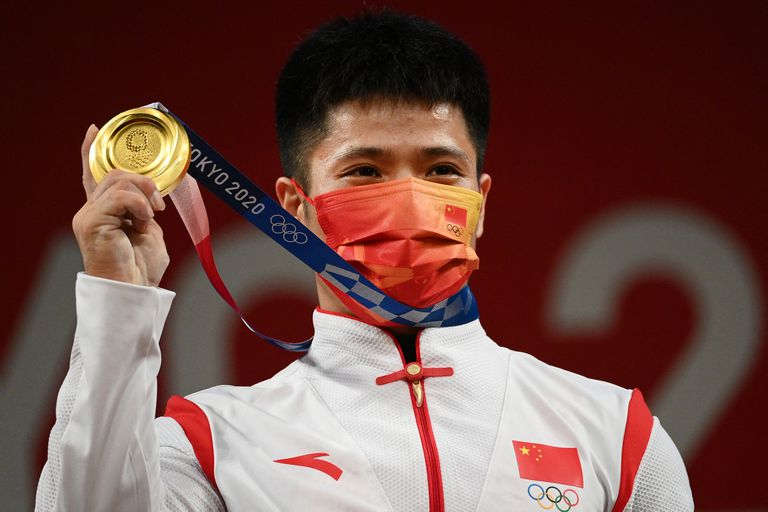 El pesista chino Li Fabin se quedó con la medalla dorada