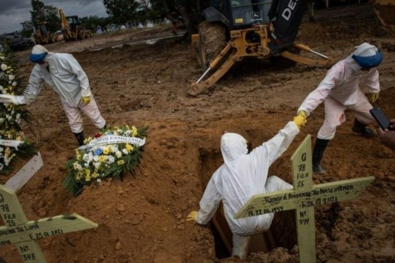En Brasil murieron alrededor de 260.000 personas por covid-19 hasta el momento