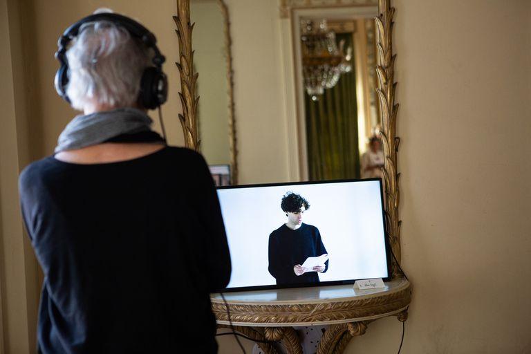 En el espejo, la obra en video del artista Alan Segal