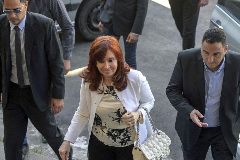 Cristina Kirchner y Lázaro Báez pidieron pericias de los contratos