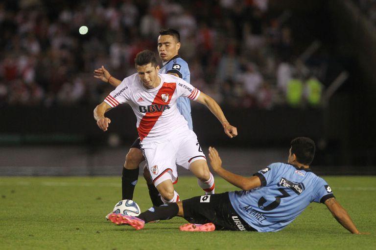 Guido Rodríguez, en acción ante Belgrano