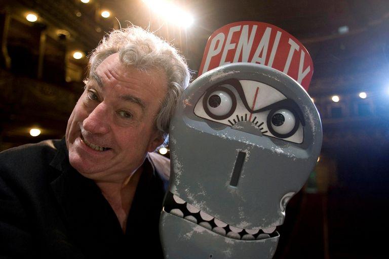 Terry Jones fue miembro de los Monty Python y dirigió todas sus películas como Los caballeros de la mesa cuadrada o La vida de Brian