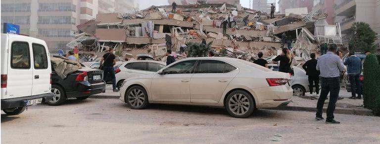 Imágenes del devastador terremoto que afectó a Grecia y Turquía