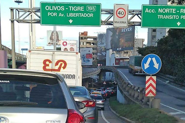 Otra vez, caos en los accesos a la Ciudad debido a los controles por las nuevas medidas de restricción en la circulación