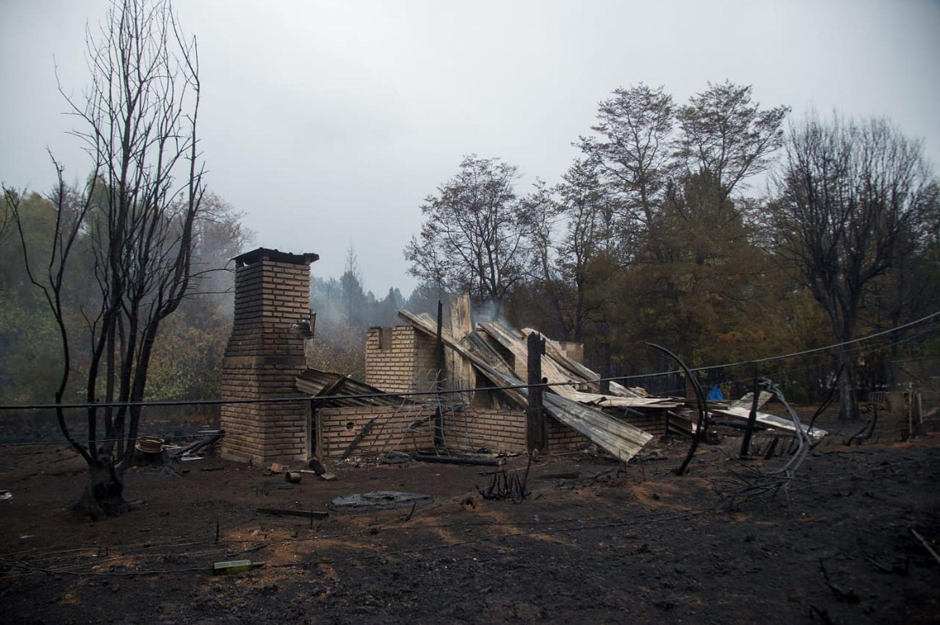 Muchas viviendas que fueron alcanzados por el fuego terminaron totalmente destruidas