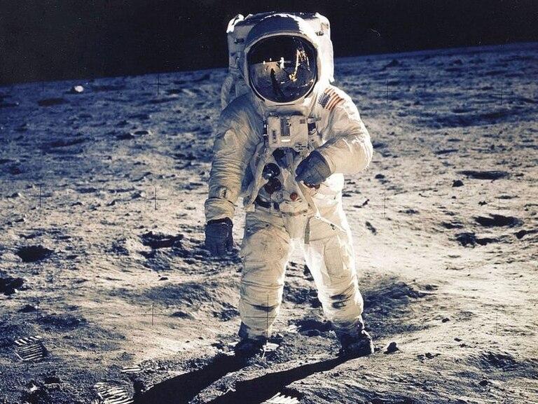 Una de las teorías que se estudió es que los astronautas podrían haber traído microbios alienígenas a la Tierra