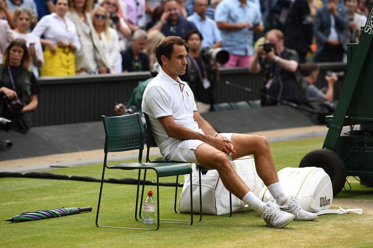 La enorme decepción de Federer después de perder ante Djokovic en la final de Wimbledon 2019, tras haber desperdiciado dos match points con su saque.