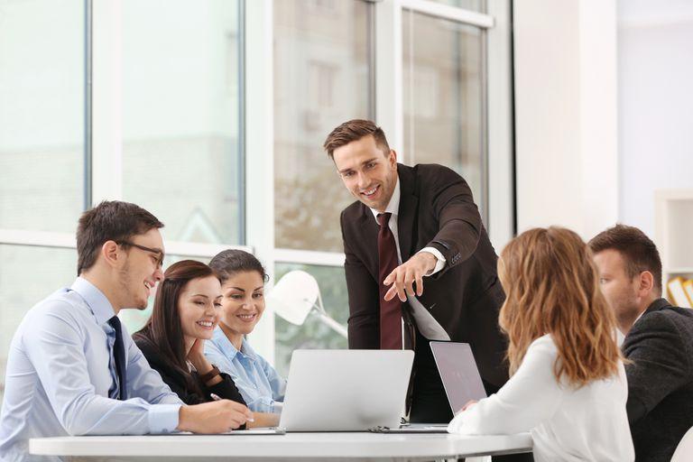 Más allá de que el concepto de éxito es muy difuso, hay patrones que se repiten en la gente a la que le va bien en su trabajo