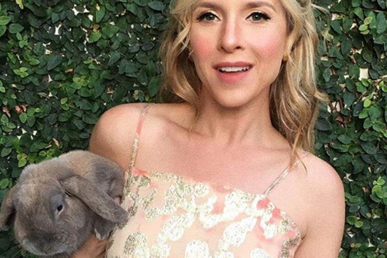 Con un posteo en Instagram, Carla Peterson se despidió de su conejo Ricardo