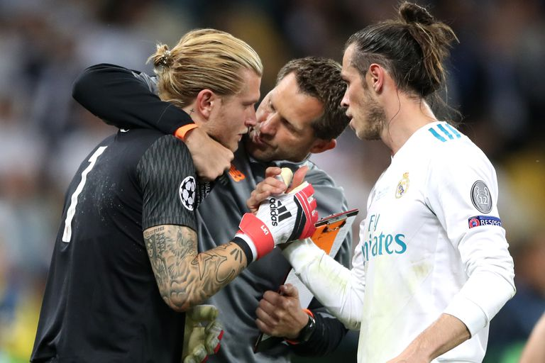 El consuelo de Gareth Bale para Loris Karius, en el final del partido