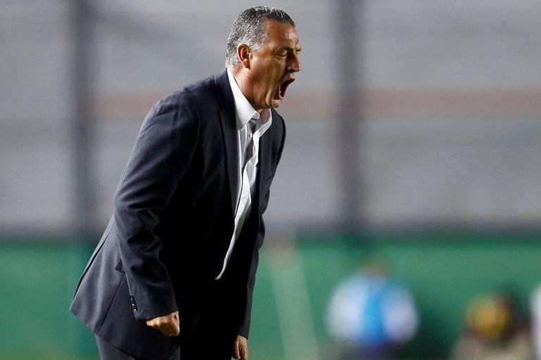 Gustavo Alfaro y su confianza ciega en su plantel