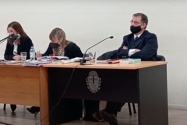El juez civil Gustavo Toquier, a la derecha, será inhabilitado para ejercer la función pública por intentar favorecer a los empresarios Cristóbal López y Fabián De Sousa
