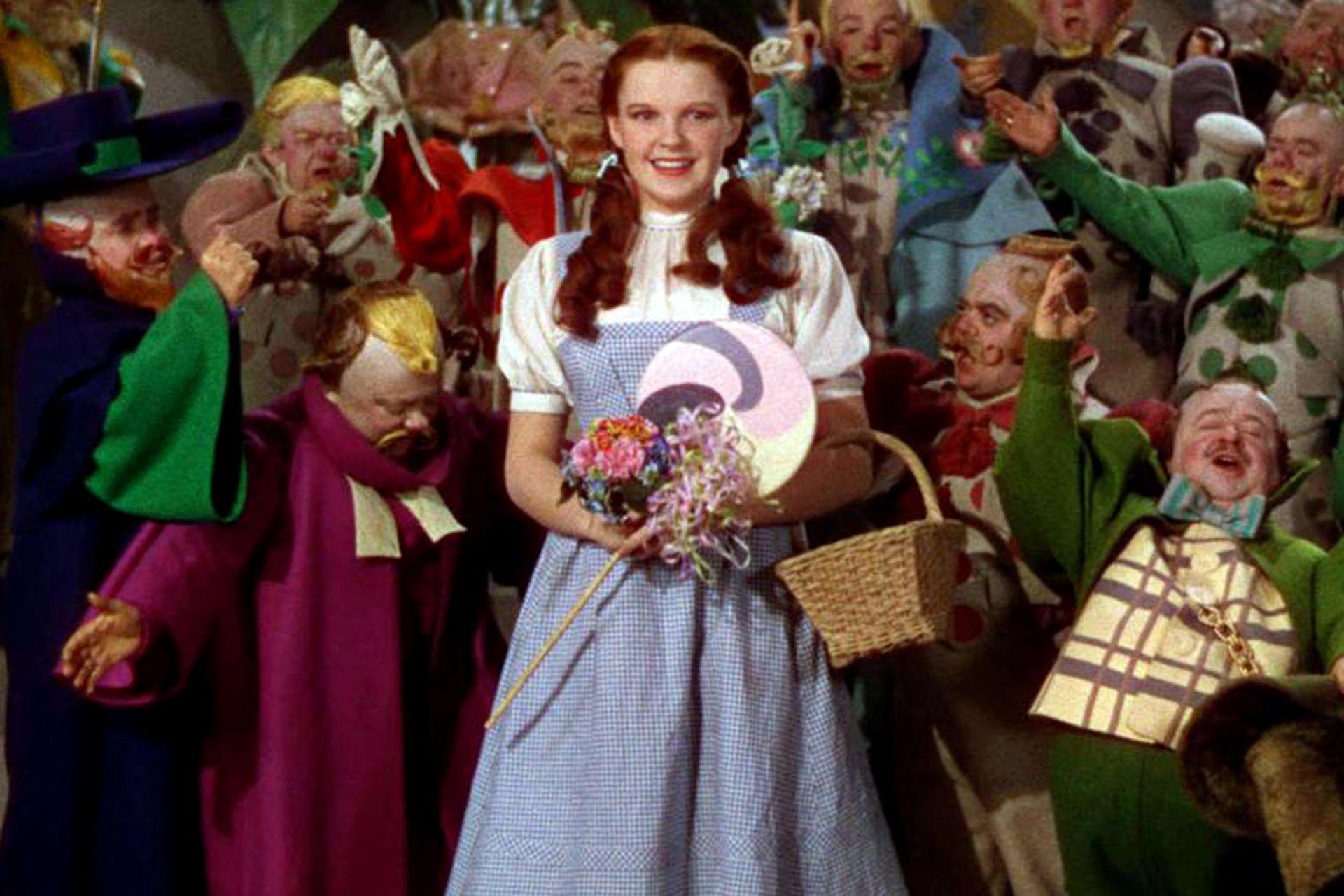 Judy Garland y el vestido cuadrillé en El mago de Oz
