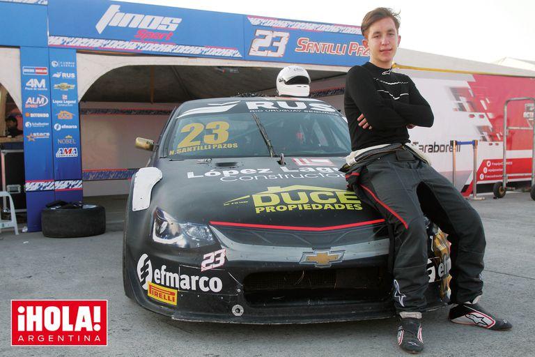 Nicanor corre en el equipo de Tinos Sports a bordo de un Chevrolet Cruze. A los trece, dio sus primeros pasos en los circuitos de karting y este año se animó a dar el salto grande y debutar en el Campeonato Top Race Junior.