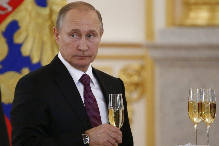 """El presidente ruso consideró que la crisis que sacude a Washington era la """"continuación de las luchas políticas internas"""""""