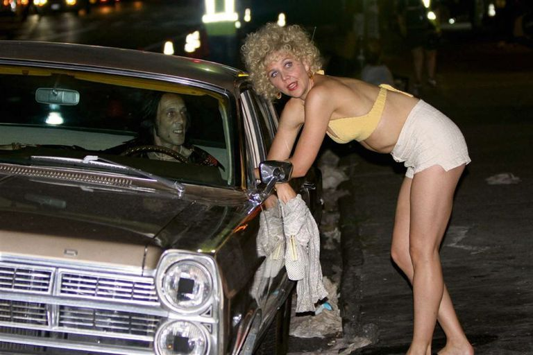Maggie Gyllenhaal en una escena de The Deuce, de David Simon