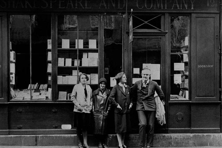 Sylvia Beach y Hemingway, en París