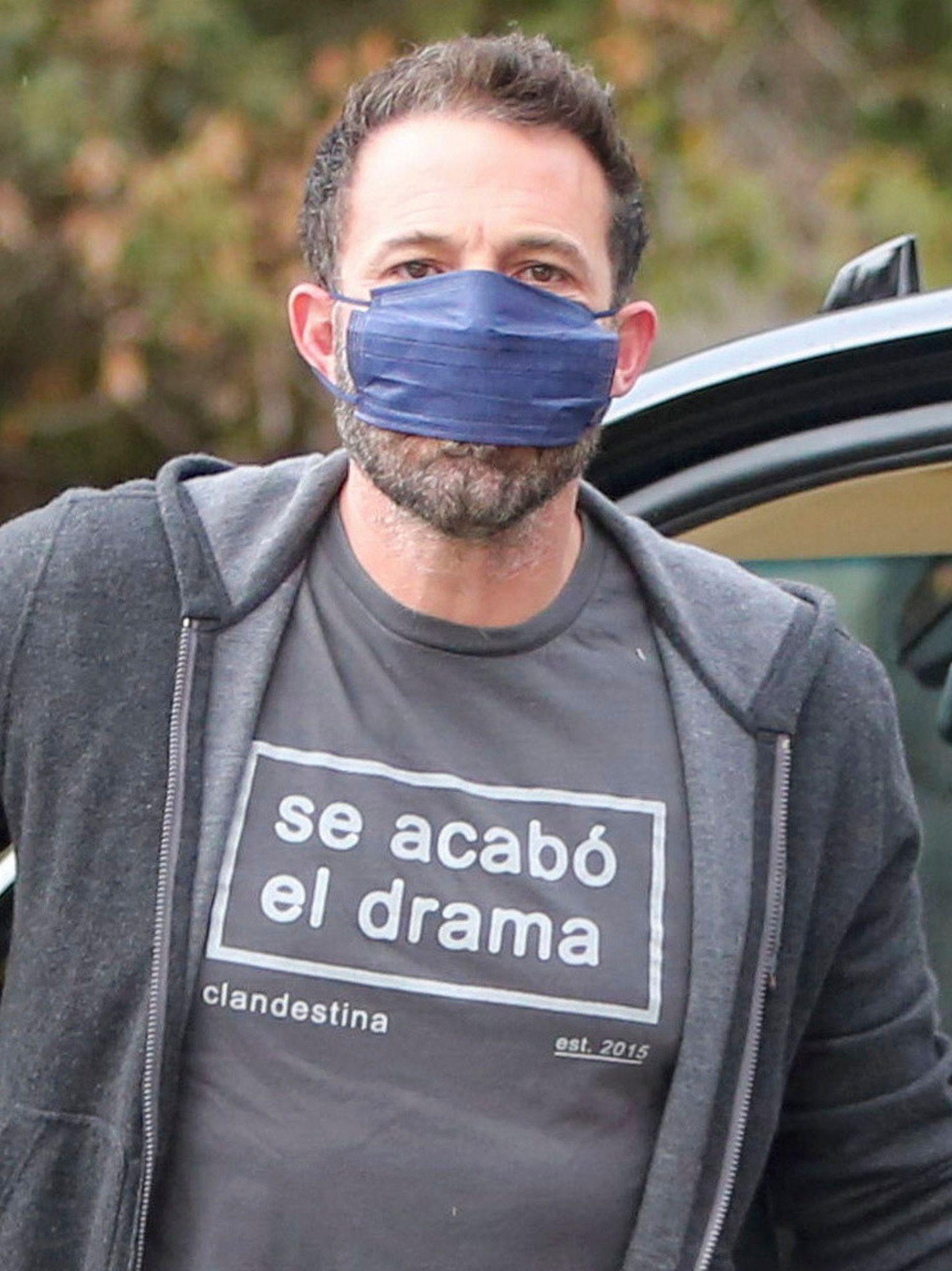 Ben Affleck pide que se termine el drama ante los flashes; el actor está tomando clases de castellano desde que volvió con su ex, Jennifer Lopez