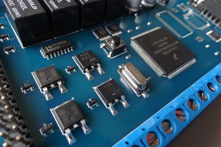 En la Computadora Industrial Abierta Argentina se usaron componentes estándares para reducir costos y facilitar su fabricación