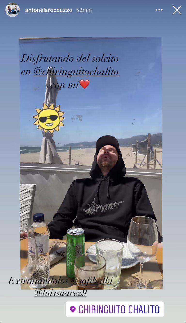 """Messi disfruta del sol y tararea el tema """"Vos sabés"""", de Los Cafres"""