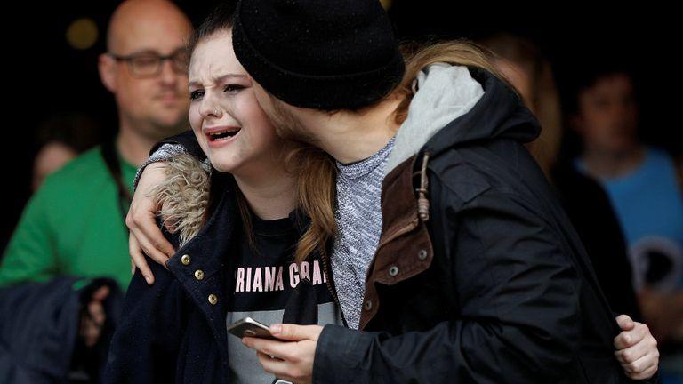 Ayer evacuaron el shopping Arndale en Manchester, donde la policía detuvo a un sospechoso, pero por el momento no está relacionado con el atentado
