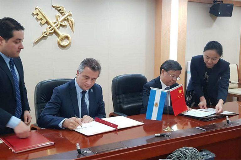 El ministro Etchevehere firmó el convenio con el ministro de Aduana de China Ni Yuefeng