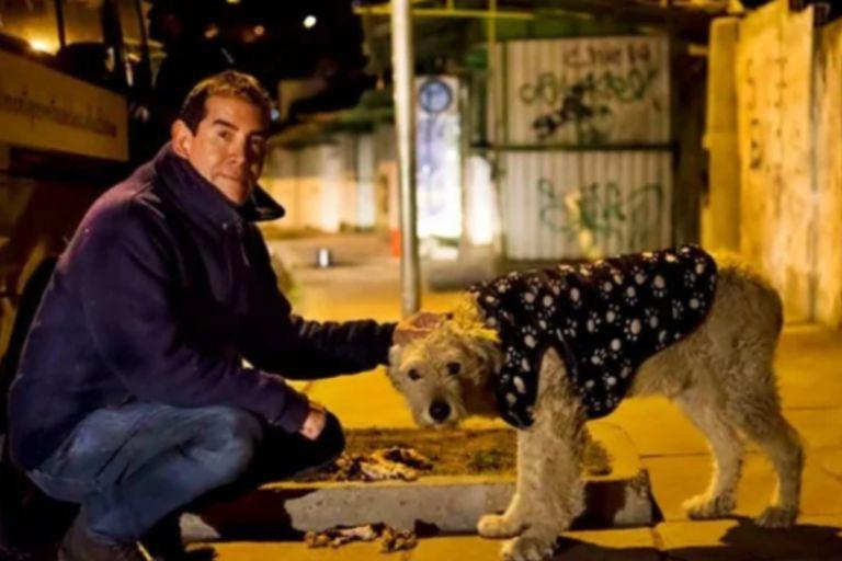 Murió el millonario que dejó su vida de lujos para cuidar perros callejeros