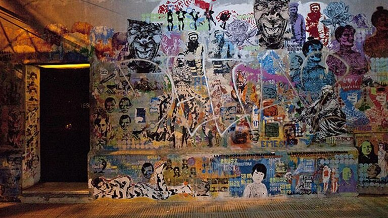 La pared detrás e la cual se encuentra Tegui