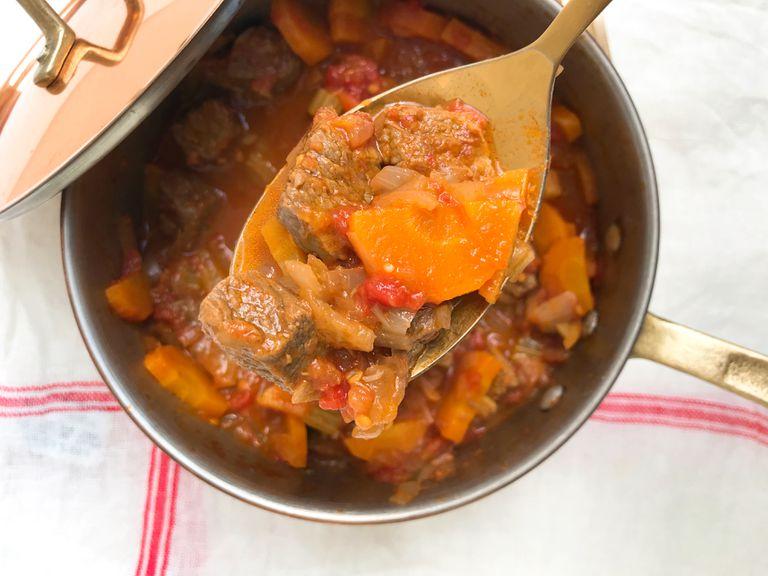 Guiso o Ragú de carne con zanahoria y apio