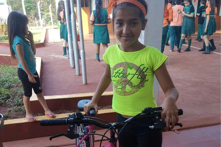 Yeni, la nena de 11 años que sufrió bullying, hoy tiene una computadora, una bici y su propio cuarto