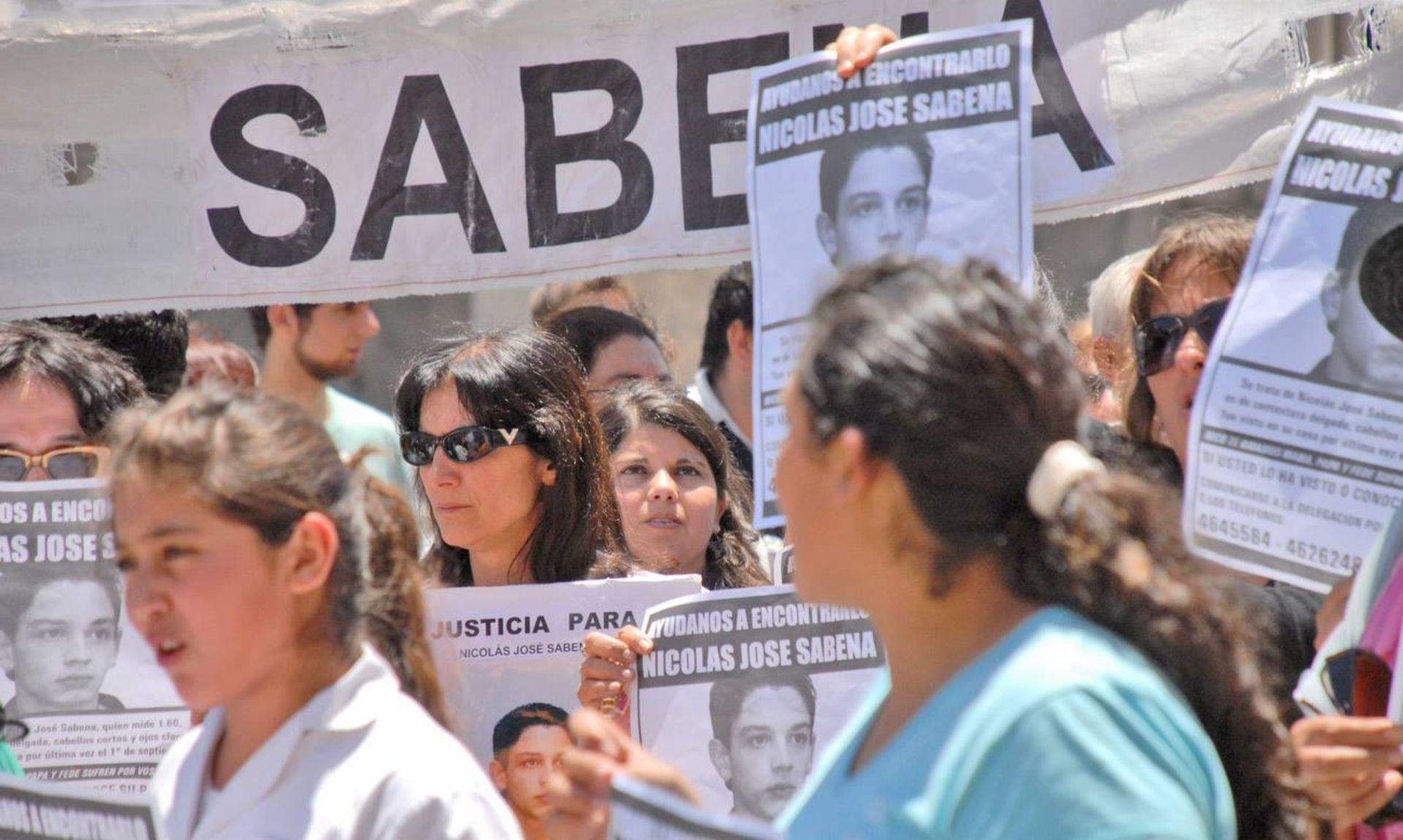 Rosa encabezando una de las tantas marchas que se hicieron en Río Cuarto reclamando justicia por la desaparición de Nicolás.