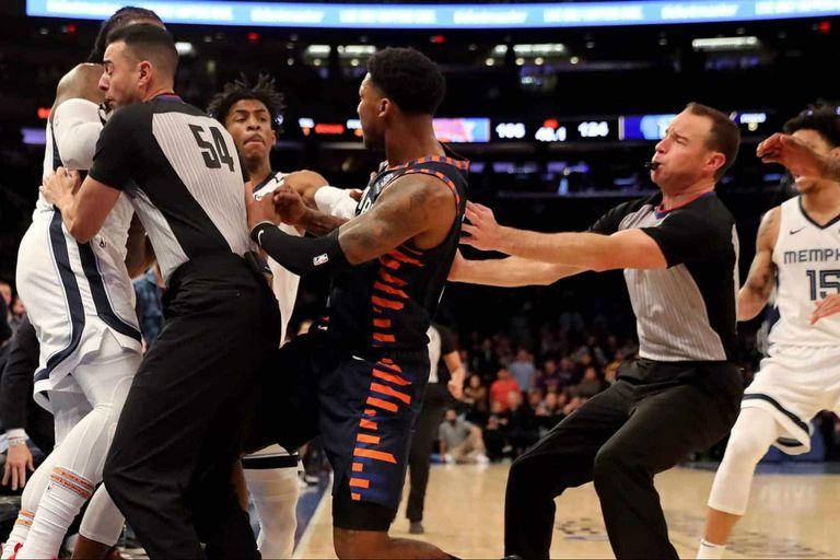 A menos de un minuto del final entre New York Kincks Y Memphis Grizzlies en el MSG se dasató una pelea entre los jugadores