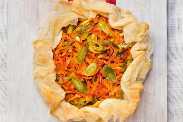 Tarta rústica de puerros y zanahorías
