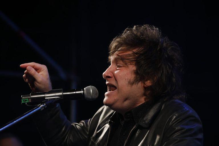 """La Renga le respondió a Javier Milei por utilizar su canción """"Panic show"""" en el cierre de la campaña electoral"""