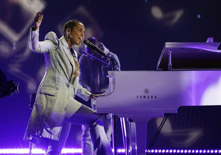 Alicia Keys se presentó en los Billboard donde cantó sus grandes composiciones