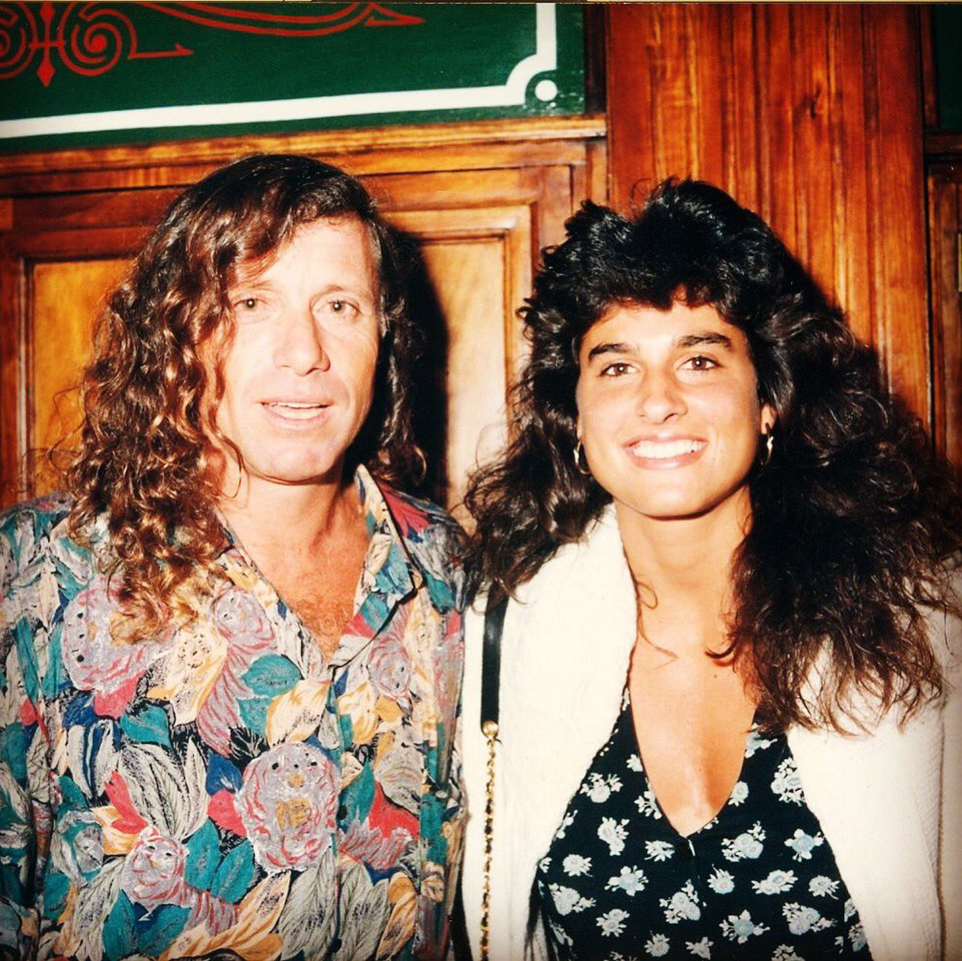 """25) Sabatini junto con una persona que estima mucho, como Guillermo Vilas, con un """"look noventoso"""". El Poeta, inclusive, llegó a ser su entrenador durante algunos meses en 1993."""