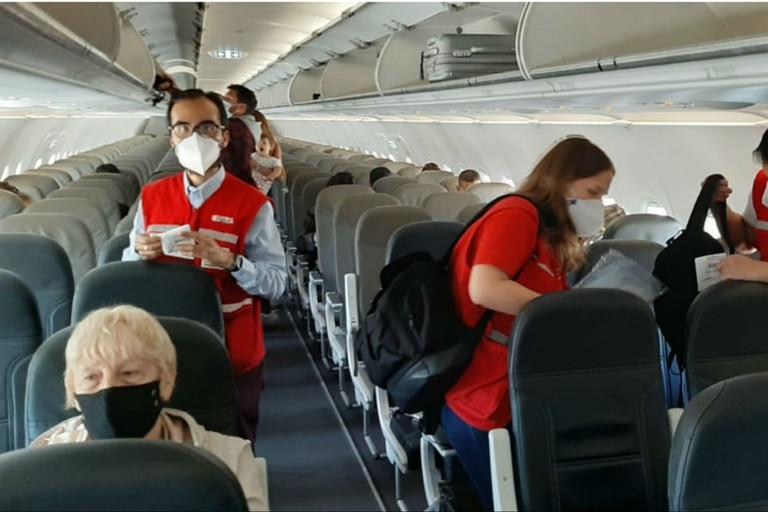Los operadores turísticos y las aéreas esperan respuestas sobre conexiones internacionales.