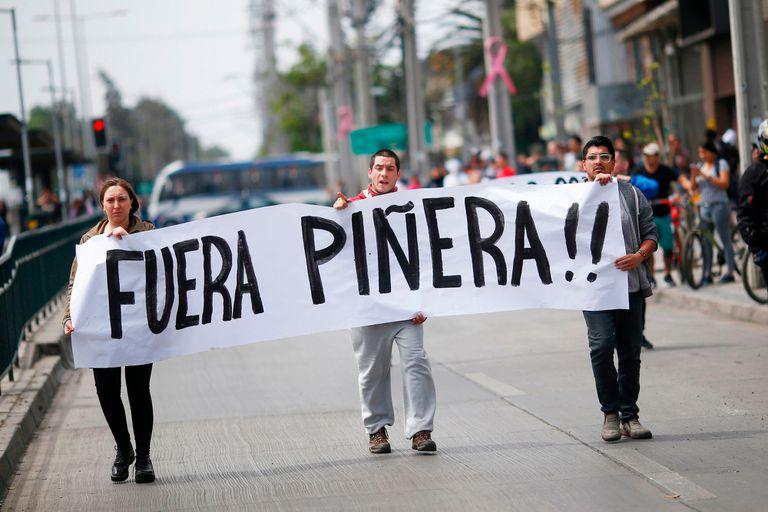 El sábado 19 de octubre se agudizó la crisis, hubo graves enfrentamientos entre manifestantes y carabineros.